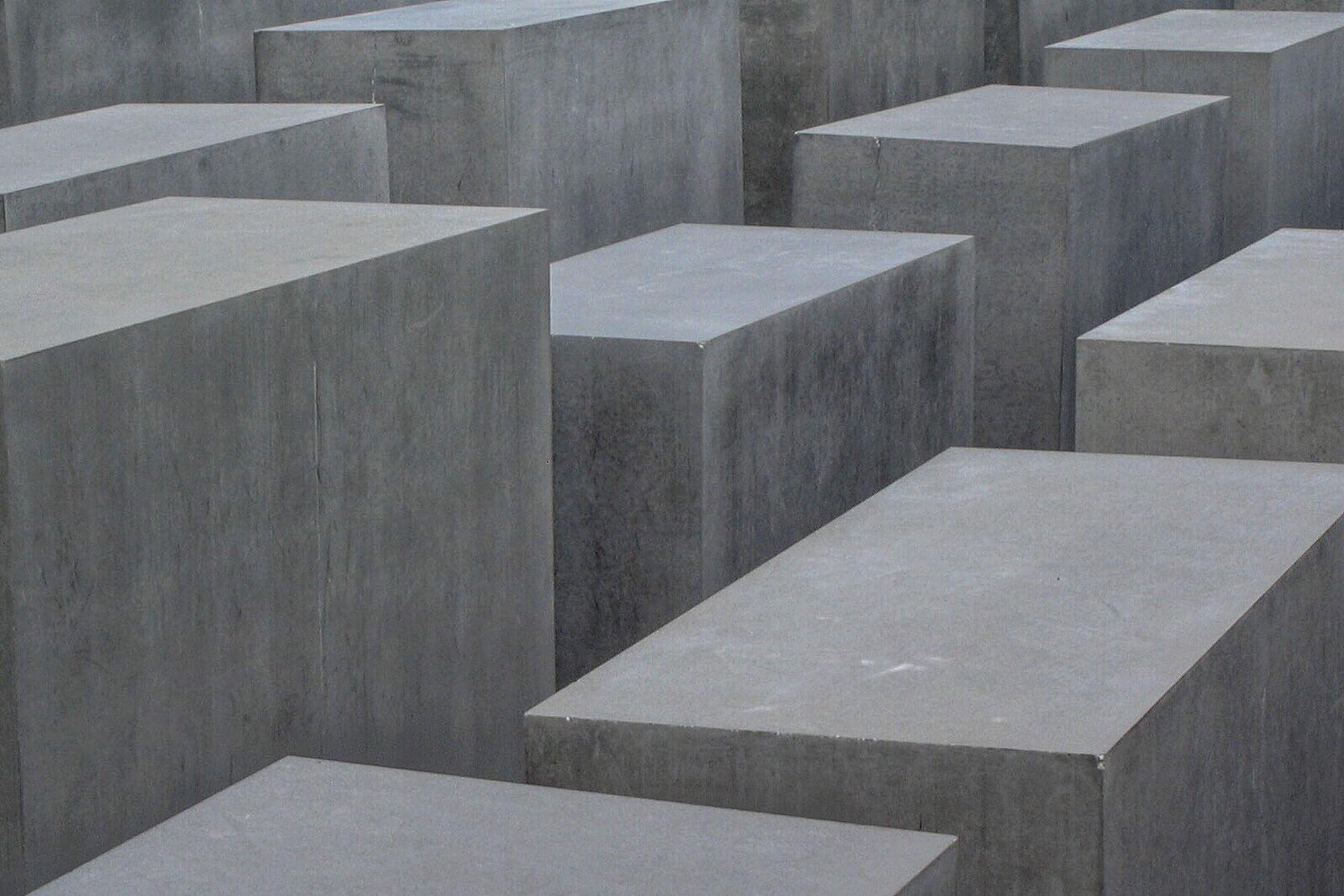 Zu den Hintergründen des 27. Januar, der nicht nur in Deutschland, sondern auch international als Holocaust-Gedenktag begangen wird.