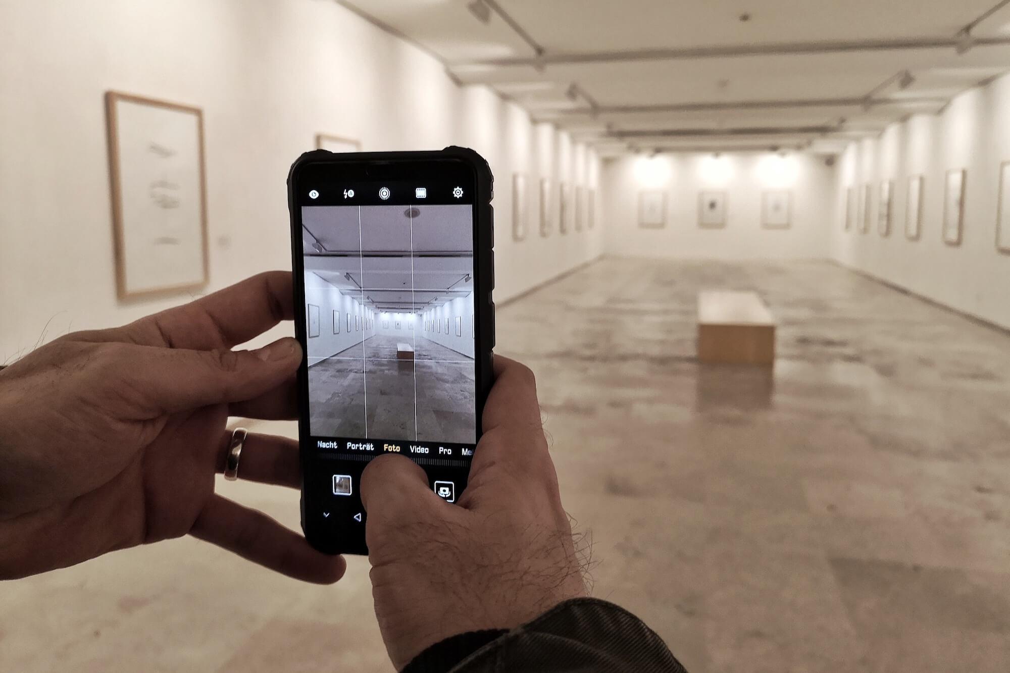In Museen heftig diskutiert und dennoch ein Thema, über das kaum öffentlich gesprochen wird: Die Problematik um Bildrechte im Museum.