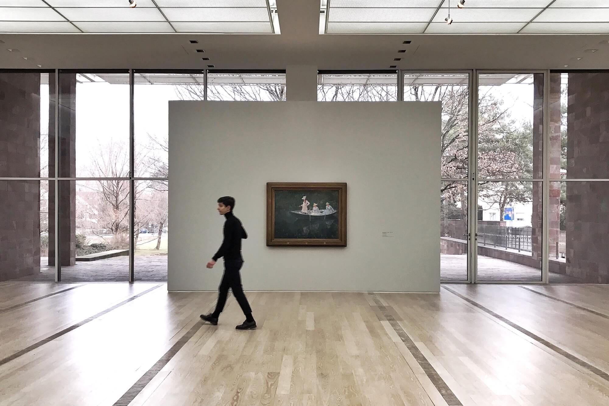 In der Monet-Ausstellung der Fondation Beyeler ist das Fotografieren im Museum kein Problem. Möglich machen es die gemeinfreien Werke.