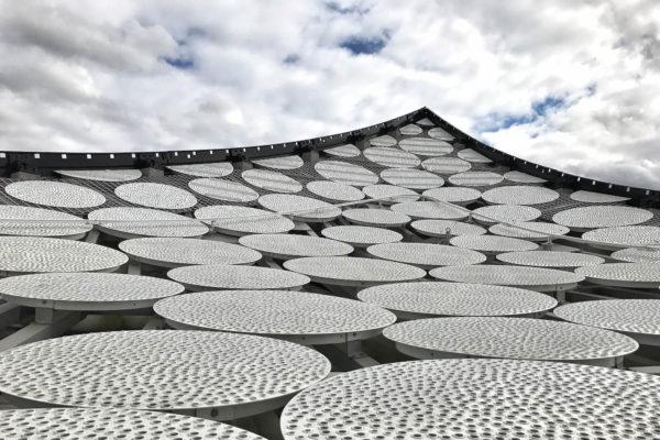 """In der Ausstellung """"Elbphilharmonie Revisited"""" der Deichtorhallen Hamburg greifen Künstler die Architektur von Herzog & de Meuron auf."""