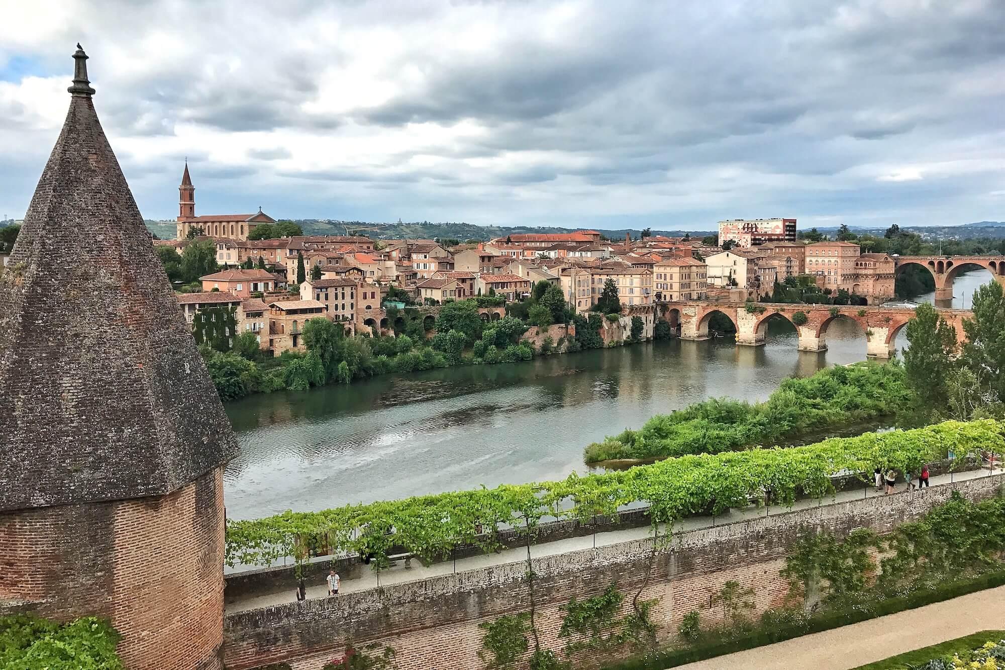 Reiseziel Okzitanien: Die besten Sehenswürdigkeiten und Kultur-Tipps in den südfranzösischen Städten Montauban, Albi und Carcassonne.