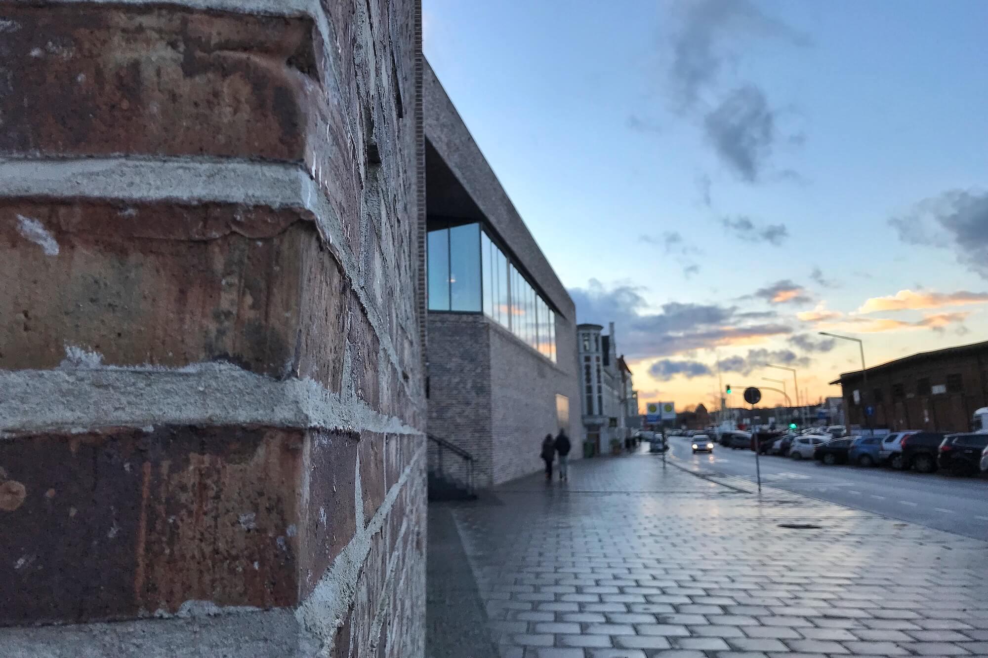 Das Europäische Hansemuseum in Lübeck zeigt, dass digitale Technik ein spannendes Storytelling im Museum nicht ersetzen kann.