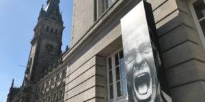 """Das Werk von Anton Corbijn umfasst mehr als die Zusammenarbeit mit Musikern. Das zeigt die Ausstellung """"The Living and the Dead"""" im Bucerius Kunst Forum."""