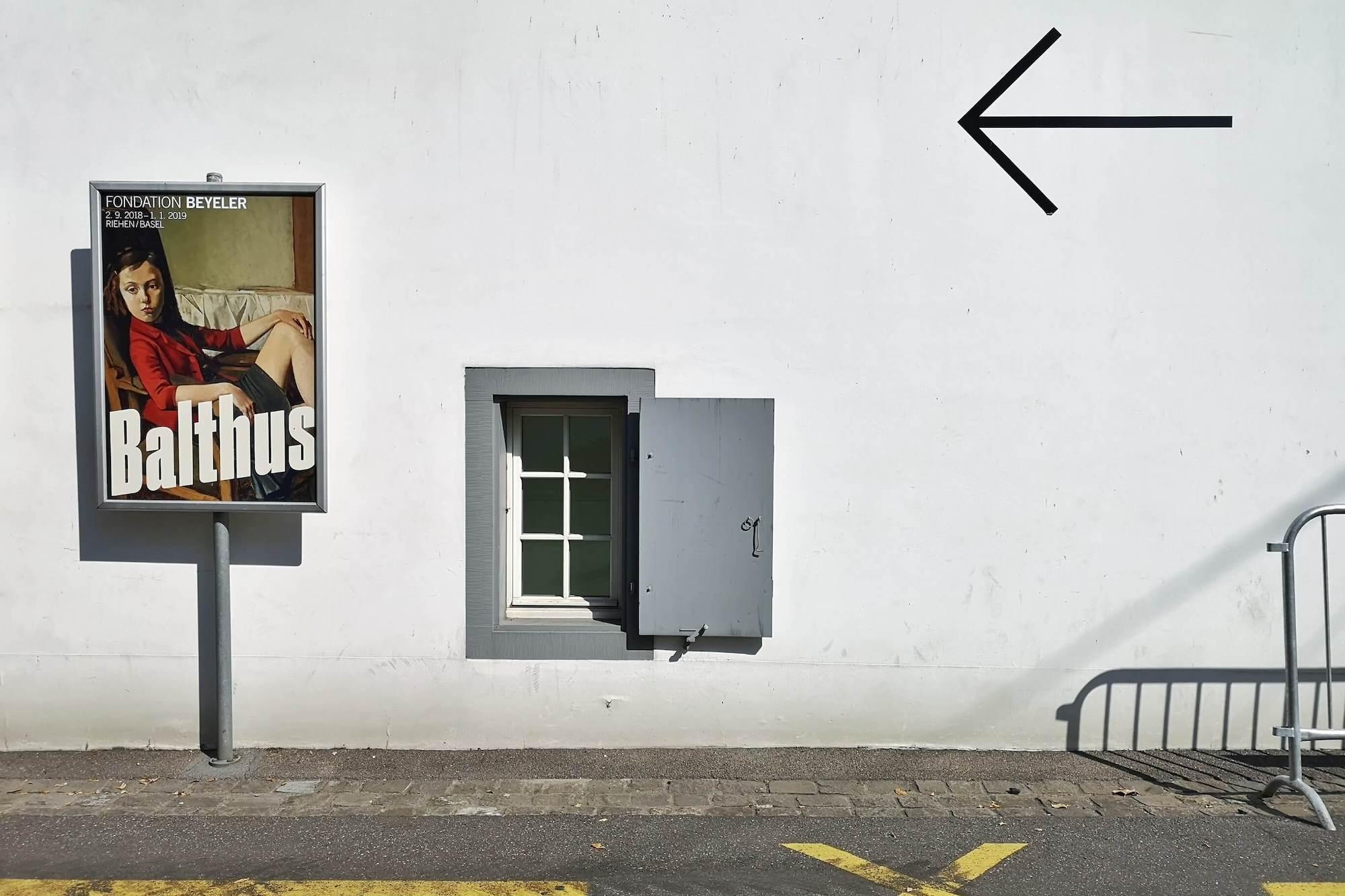 In Bezug auf den Maler Balthus wird aktuell wieder diskutiert, wie Museen und Galerien mit den Werken umstrittener Künstlern umgehen sollten.
