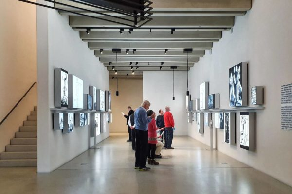Das Bauhaus-Museum Weimar konzentriert sich in seiner Dauerausstellung vor allem auf die erste Phase der Design- und Kunstschule im thüringischen Weimar.