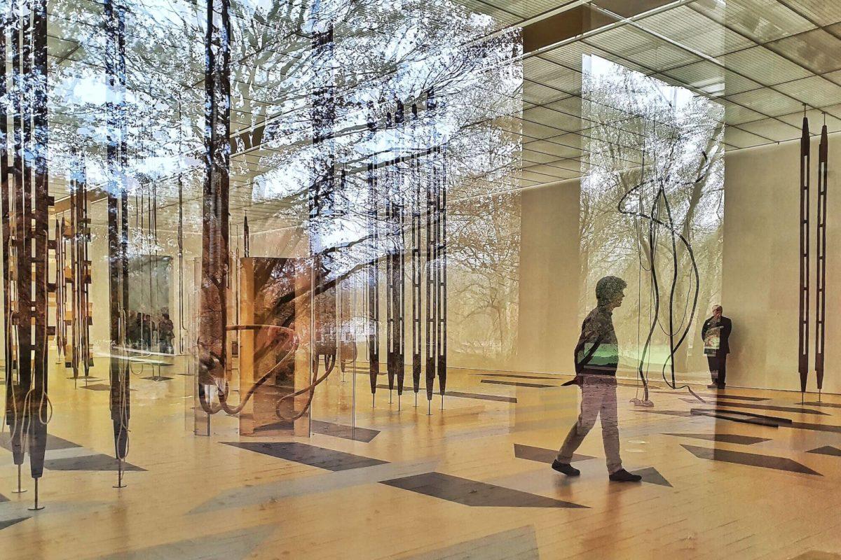 """In der Ausstellung """"Resonating Spaces"""" zeigt die Fondation Beyeler Werke von Leonor Antunes, Silvia Bächli, Toba Khedoori, Susan Philipsz und Rachel Whiteread."""