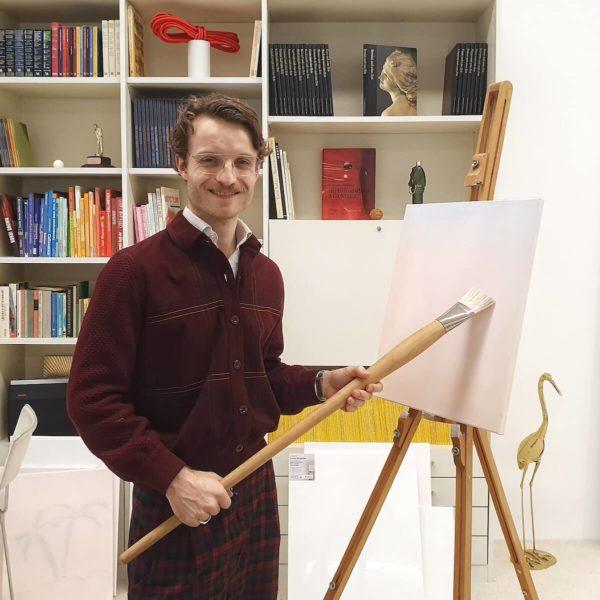 """Andy Kassier in seiner Installation in der Ausstellung """"Link in Bio"""""""