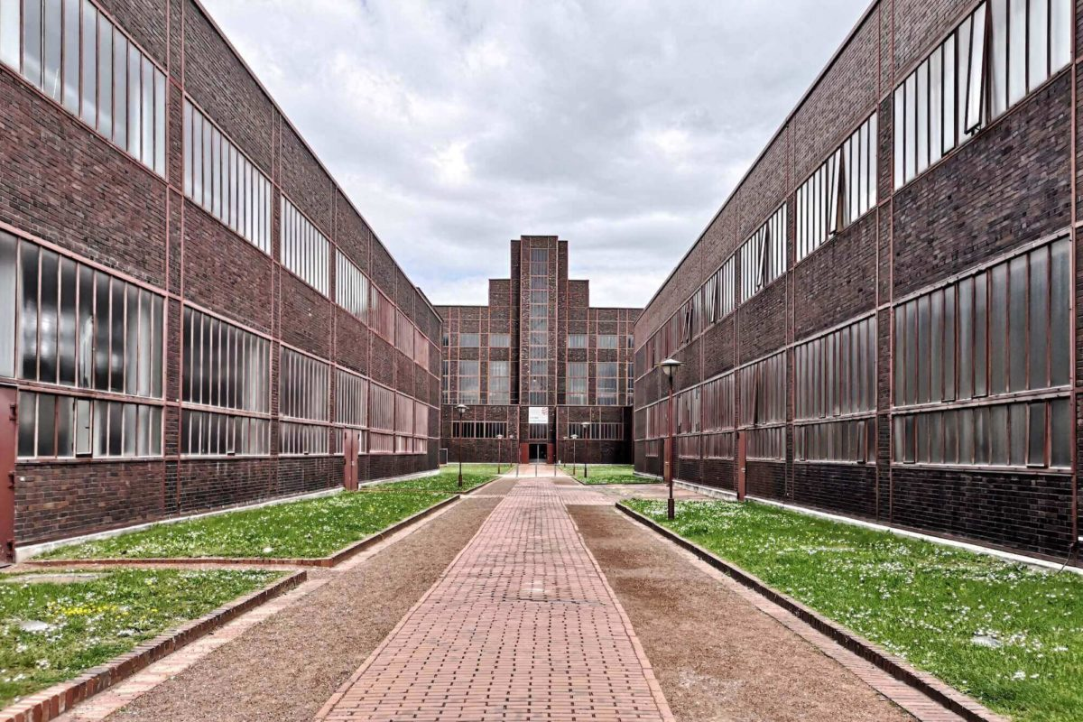 """Die Publikation """"die welt neu denken"""" zum 100. Bauhaus-Jubiläum bietet einen Einblick in die Geschichte des Bauhaus im Westen Deutschlands."""