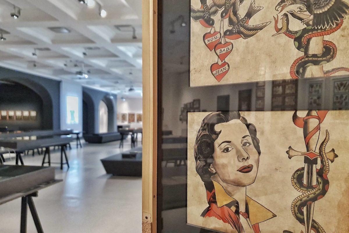 Das Museum für Hamburgische Geschichte widmet der St. Pauli-Legende Christian Warlich, dem König der Tätowierer, eine Sonderausstellung.