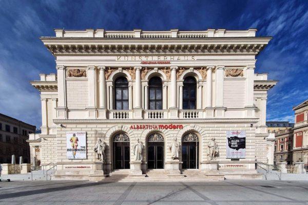 Mit über 60.000 Werken von rund 5.000 Künstlern zählt das neue Kunstmuseum Albertina Modern zu den größten Häuser für Gegenwartskunst in Österreich.
