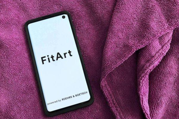 """Mit der Ausstellung """"Connected in Isolation"""" startet die Galerie Roehrs & Boetsch die App FitArt - einen Fitness Art Club fürs Smartphone"""