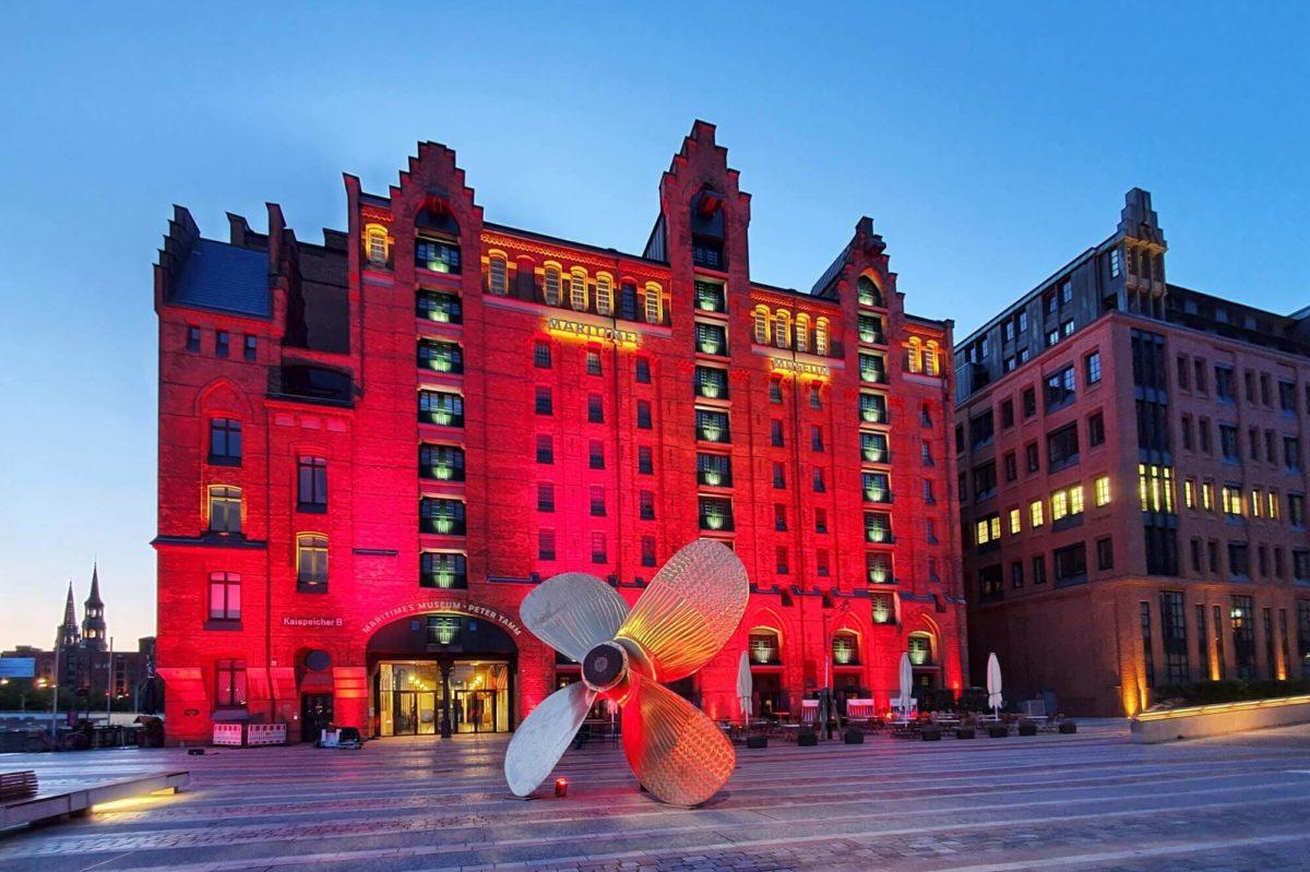 Zur Night of Light wurden Gebäude in ganz Deutschland in Rot angestrahlt, um auf die kritische Situation der Kultur- und Event-Branche aufmerksam zu machen