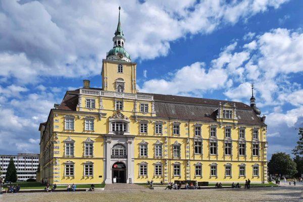 Im Jahr 1923 wurde das Oldenburger Schloss, die historische Residenz der Grafen, Herzöge und Großherzöge von Oldenbirg, zum Sitz des Landesmuseum für Kunst und Kulturgeschichte