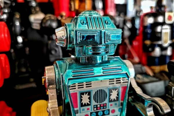 """Durch die Ausstellung """"Ex Machina. Kunst & Maschine"""" im OÖ Kulturquartier in Linz führt ein Roboter. Ist das die Zukunft für Museumsführungen?"""