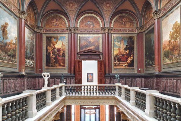 """Die Metaphysische Malerei von Giorgio de Chirico steht im Zentrum der Ausstellung """"Magische Wirklichkeit"""" in der Hamburger Kunsthalle."""