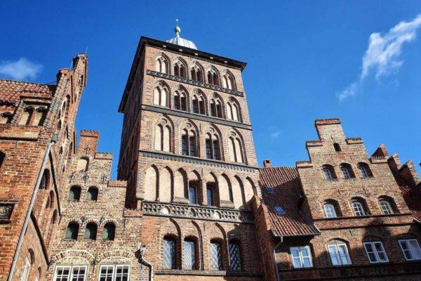 Das Burgtor wurde im Jahr 1444 nach Plänen des Stadtbaumeister Nicolas Peck errichtet.