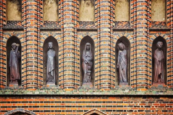 """Die Museumskirche St. Katharinen bietet regelmäßige Führungen unter dem Motto """"Klosterkirche - Pferdestall - Museum"""" an."""