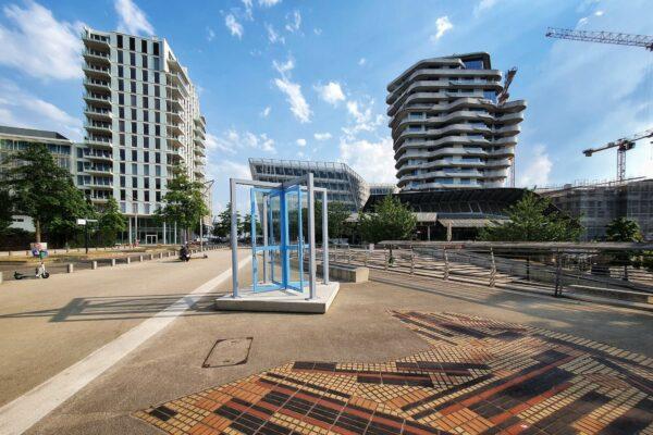 Mit The Gate präsentiert die Initiative Imagine the City, die Kunst und Kultur in der Hamburger HafenCity fördert, einen Kunstspaziergang zu 16 Installationen im öffentlichen Raum.