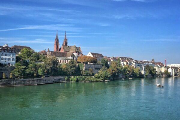 Die Basler Altstadt lässt sich auf einem von fünf Stadtrundgängen zu verschiedenen Schwerpunkten entdecken.